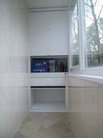 шкаф-с-рольставнями-на-балкон