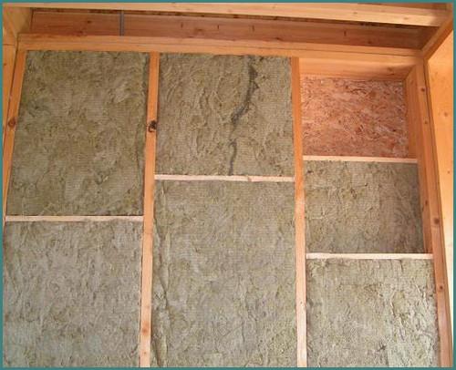 Какой утеплитель лучше для стен каркасного дома, обзор